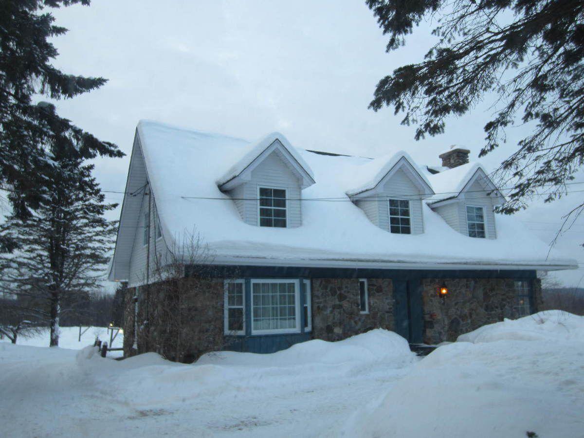 Notre nid pour deux jours, La maison canadienne