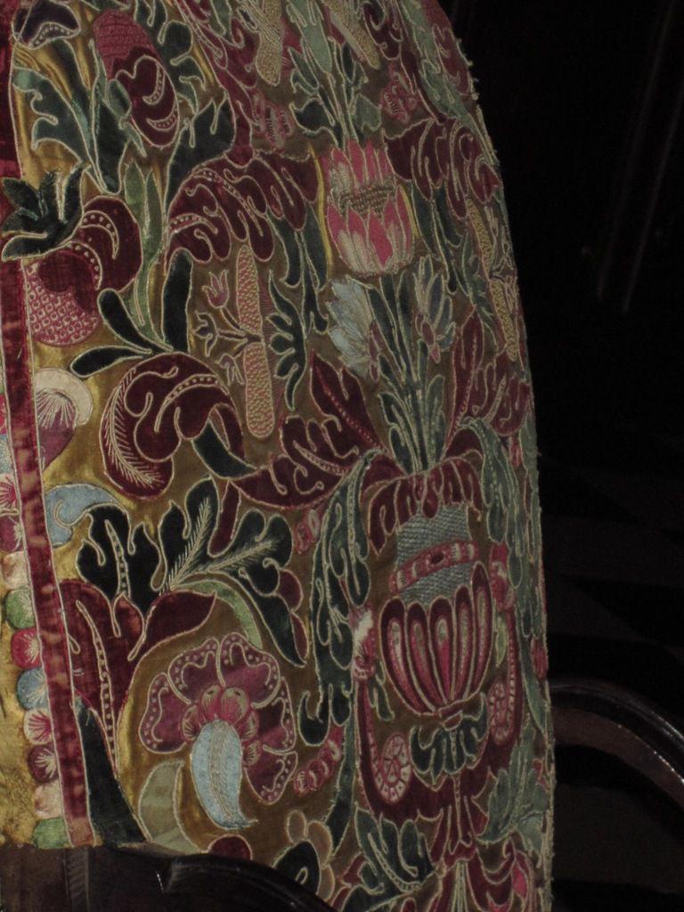 Bureau Boulle et application de tissus sur le fauteuil