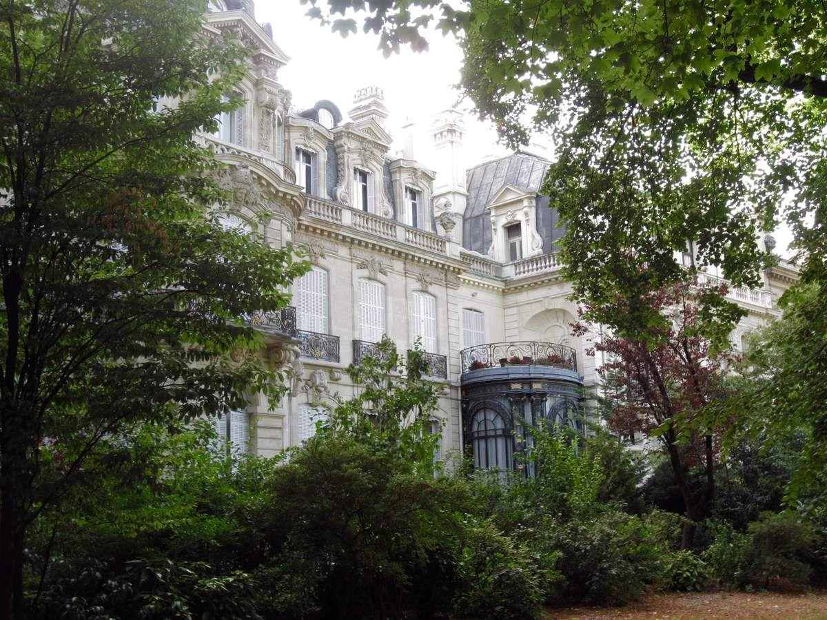 Les beaux immeubles autour du parc