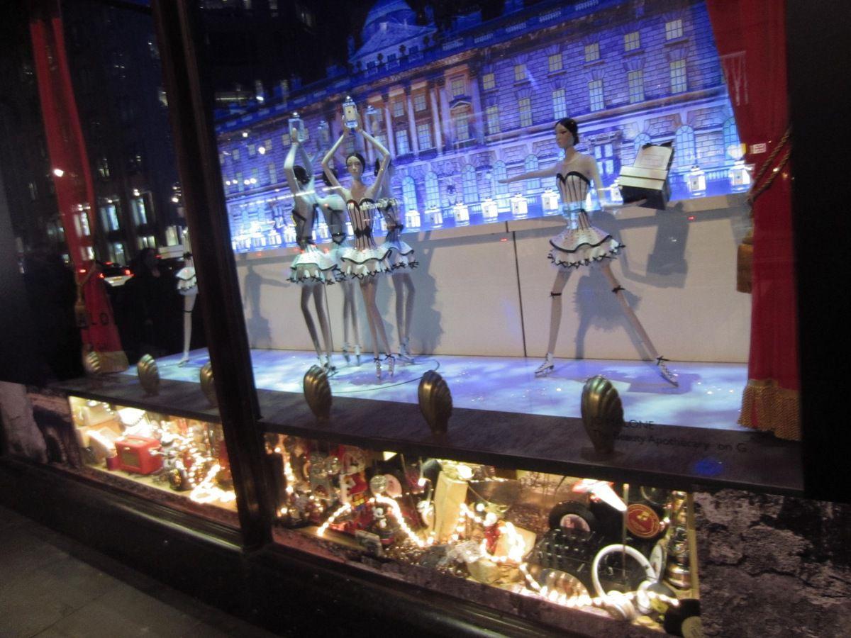 Harrod's ou Harrods, ses vitrines, son luxe