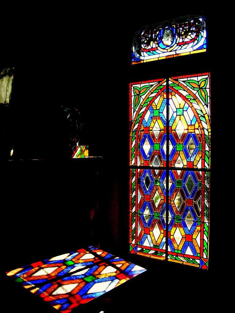 Le salon oriental de l'oncle Jules et ce magnifique vitrail (Maison de tante Léonie - Musée Marcel Proust, Ivann Lamy )