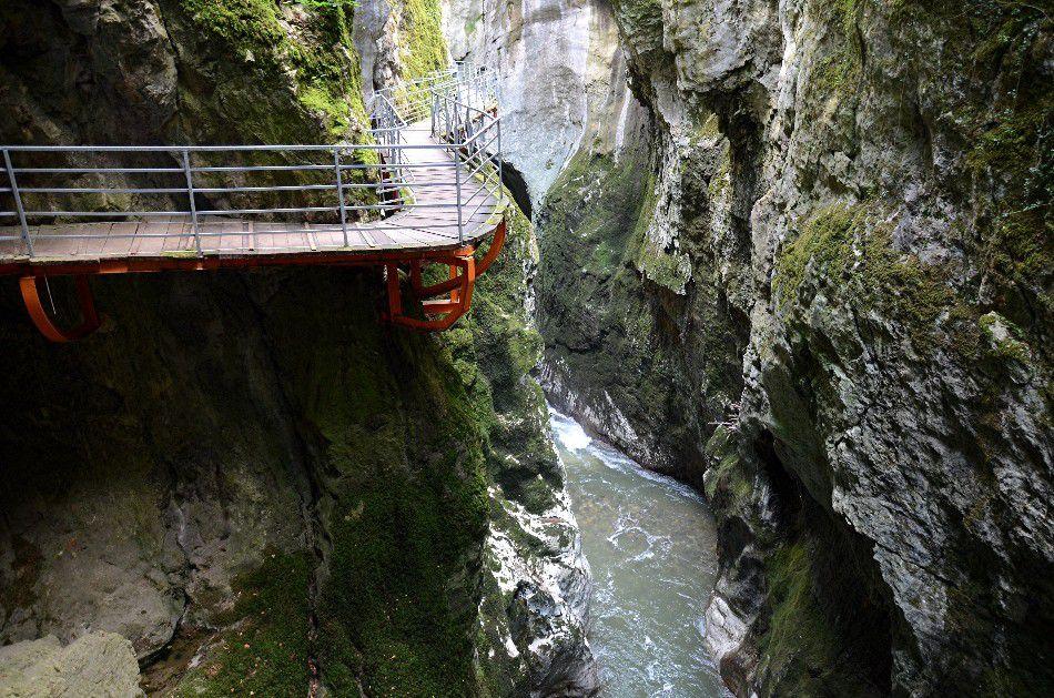 LES IMPRESSIONNANTES GORGES DU FIER ( Savoie2)