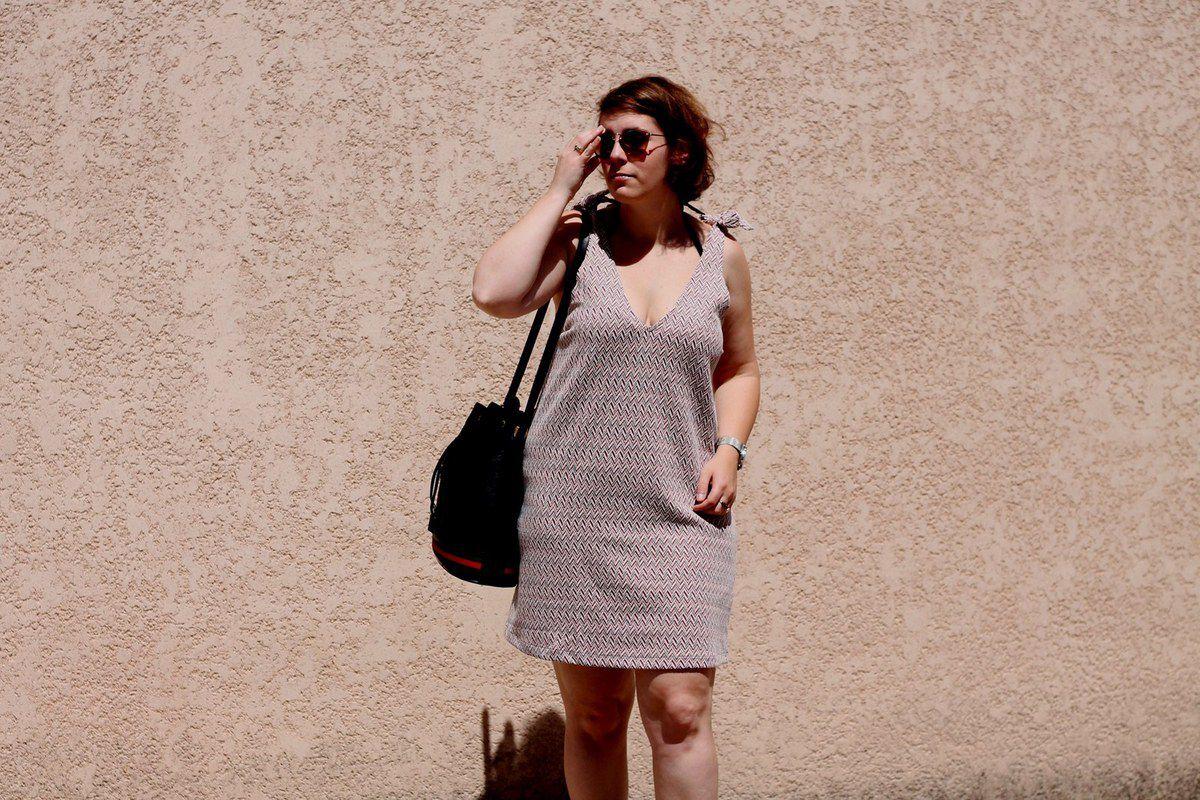 La robe [bleu/blanc/rouge]