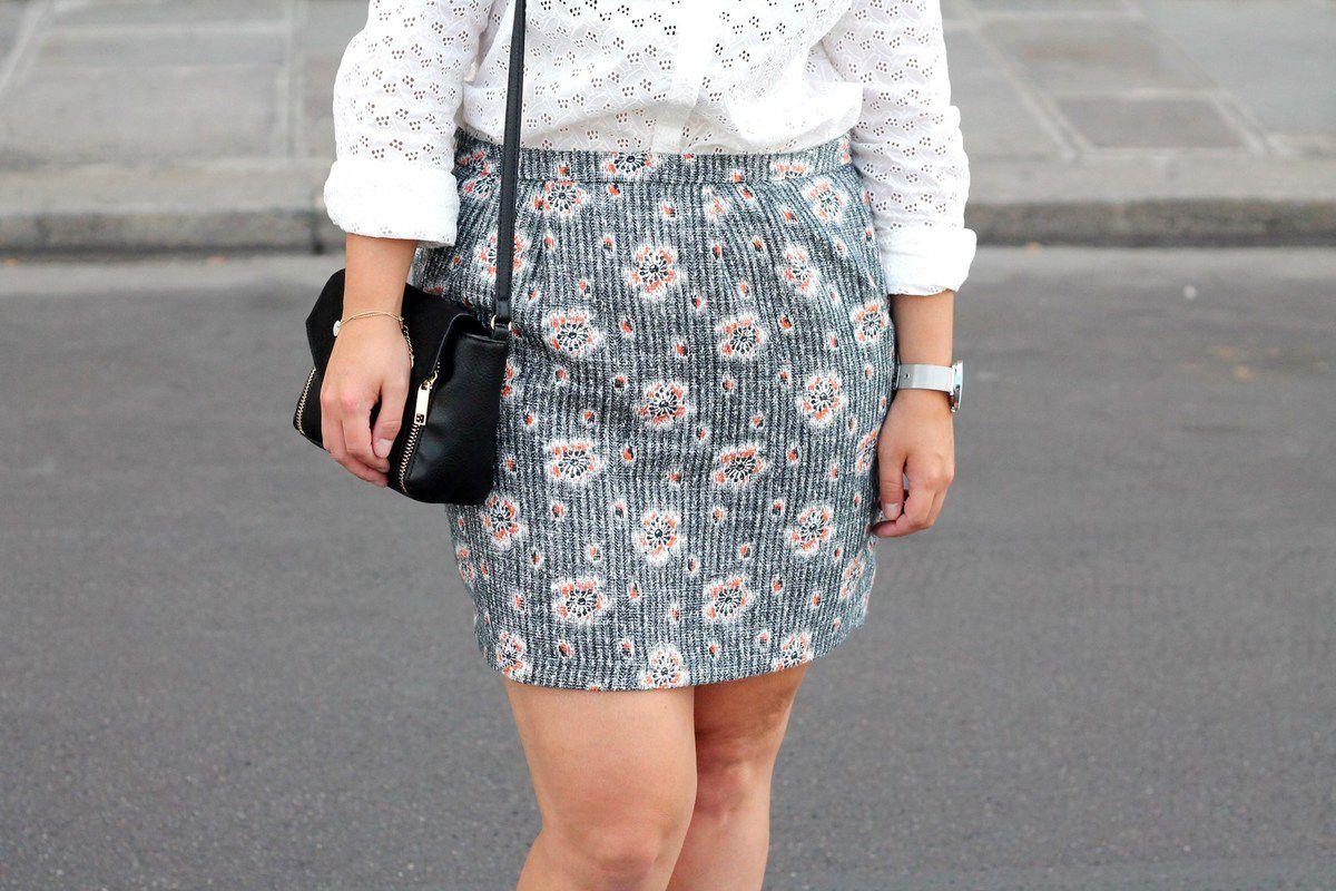 chemise blanche et jupe droite