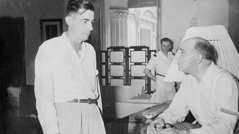 Le journaliste Lucien Bodard et le général de Lattre de Tassigny.