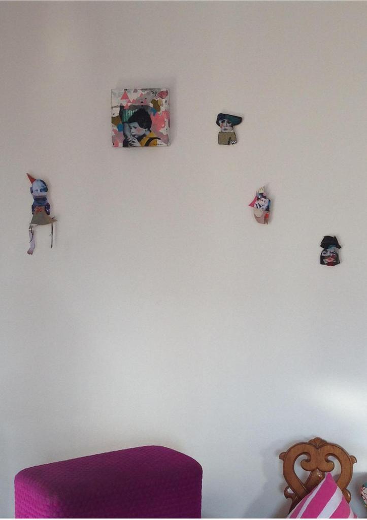 Les p'tits grigris parsemés comme des voeux et des intentions sur les murs...