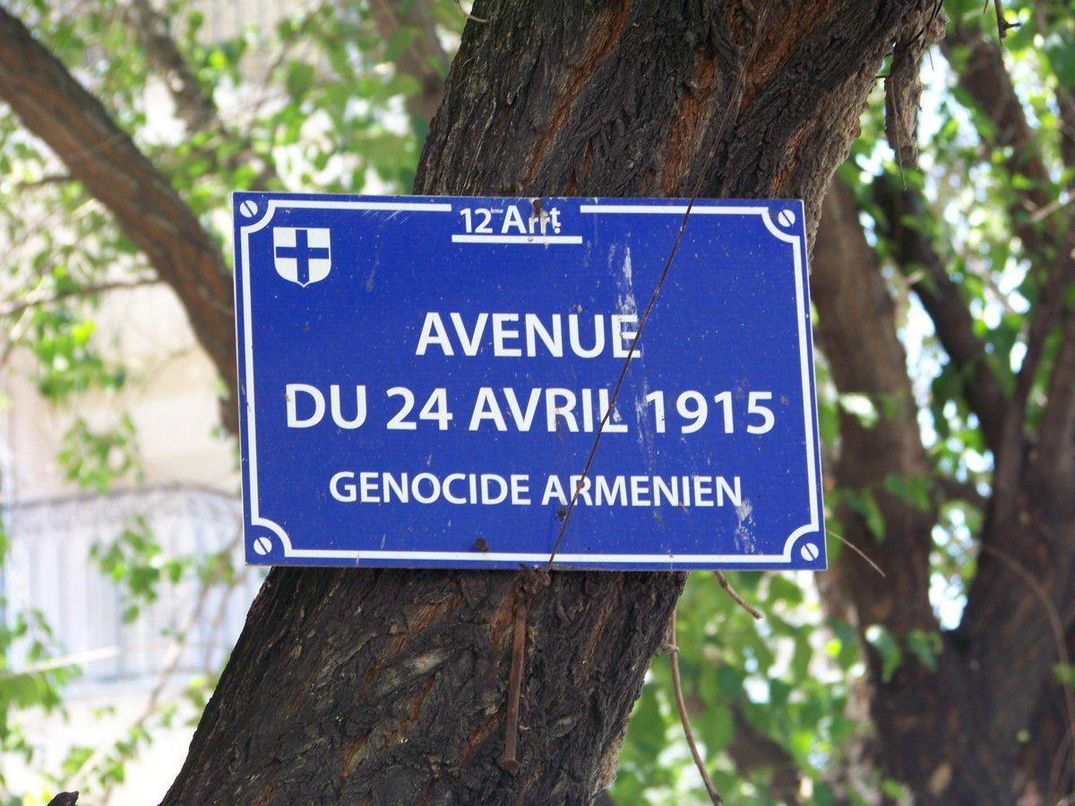 Plaque de rue marseillaise, visible à Erevan. Droits réservés.