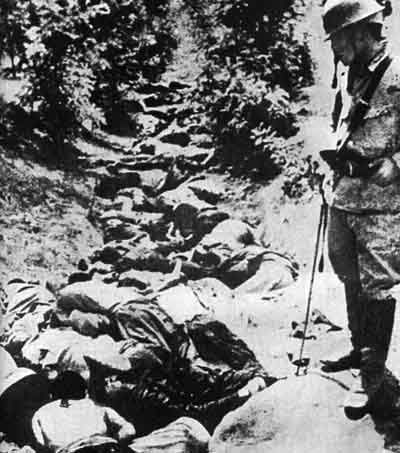 Chinese_killed_by_Japanese_Army_in_a_ditch,_Hsuchow.jpg (Wikipedia)