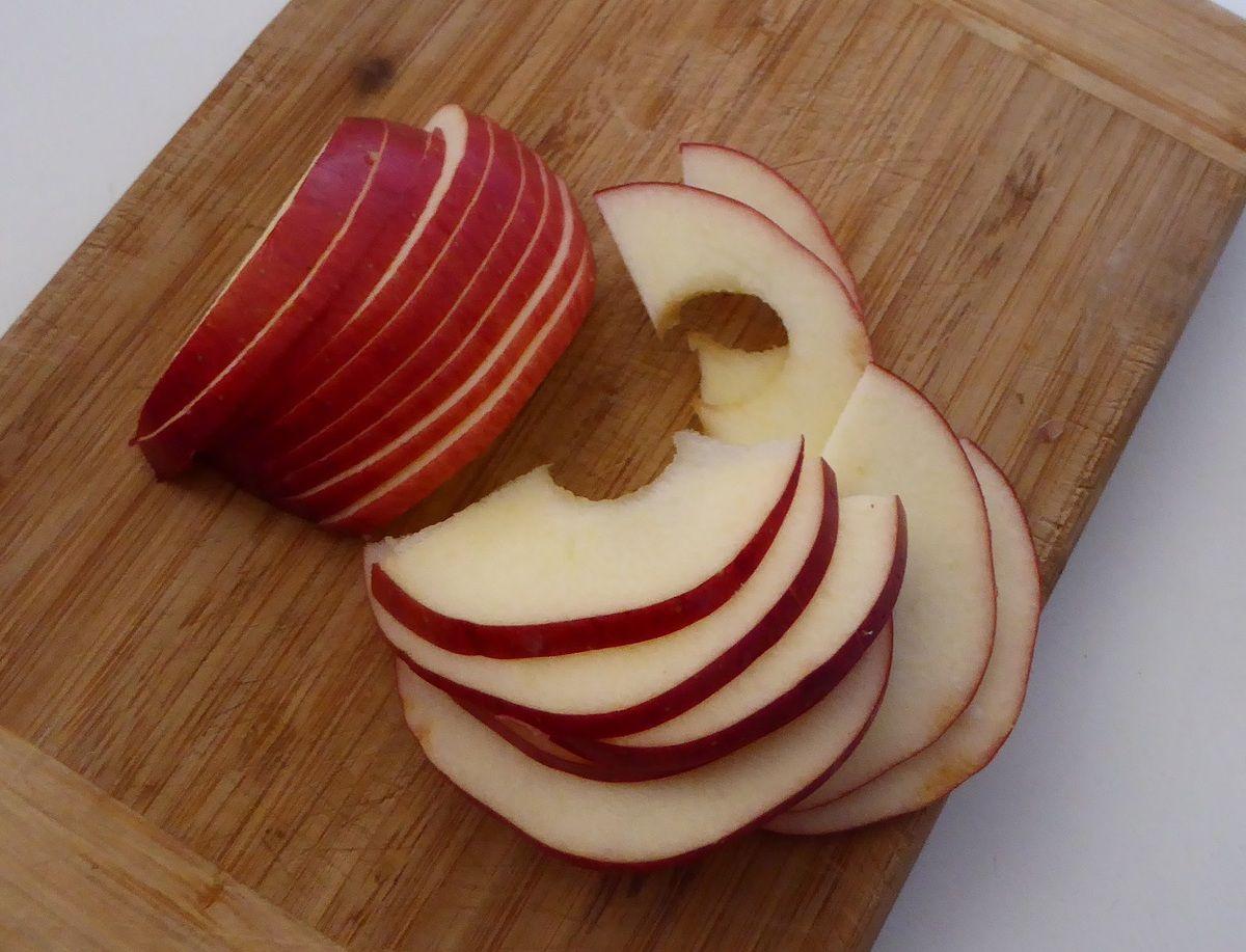 Savez-vous faire des roses avec des pommes et de la pâte ?