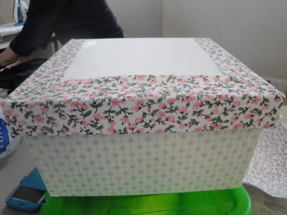 Enfin la boîte de Marie-France... un peu plus avancée, avec abattant recouvert... d'où les 2 photos !
