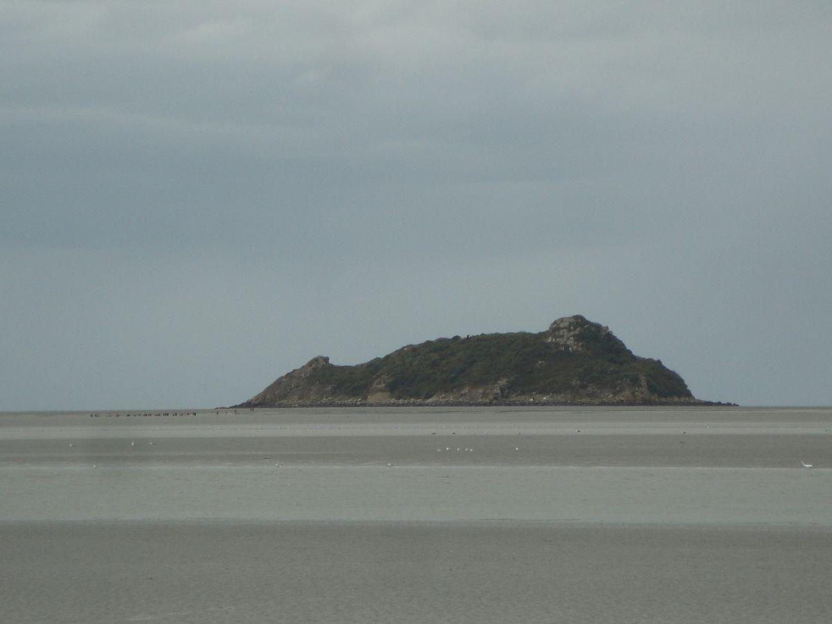 Peu à peu on s'approche. Tombelaine est bien visible, puis le Mont de plus en plus net.