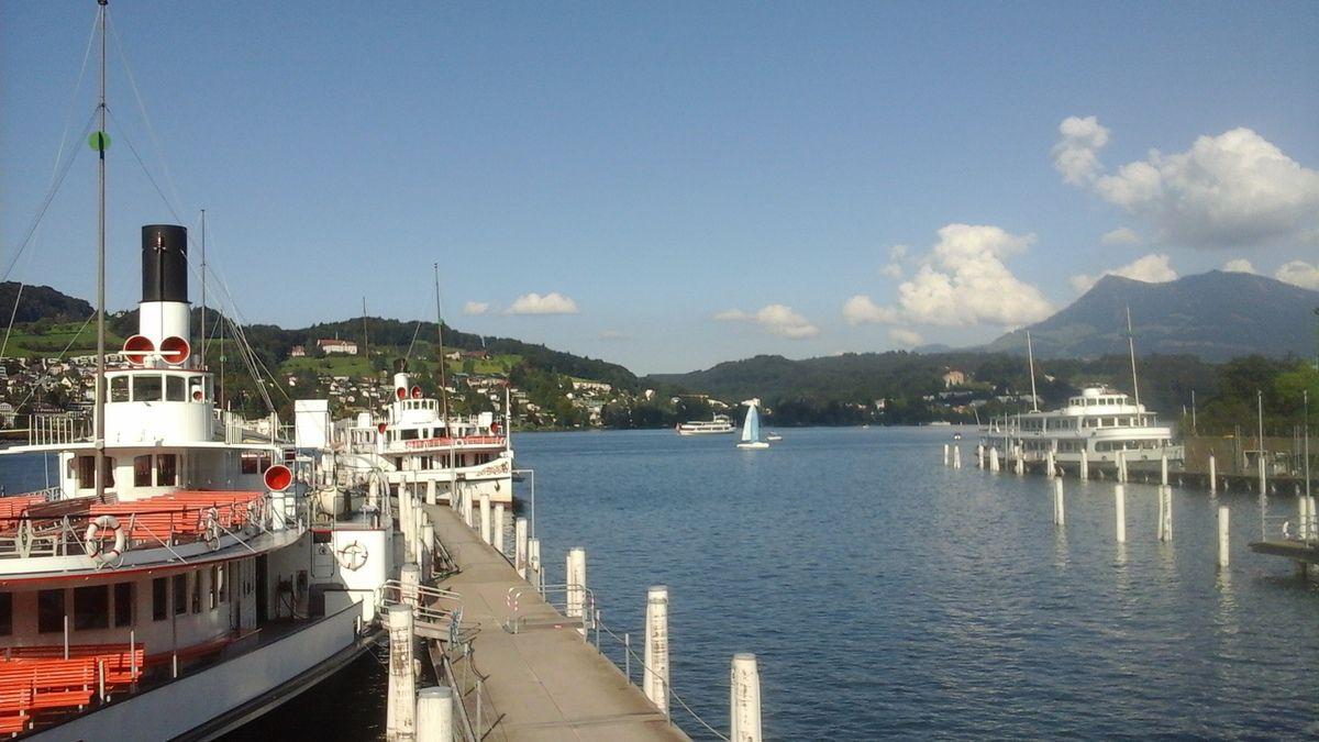 De l'eau toujours de l'eau à Zurich et Berne : à chacune son lac !