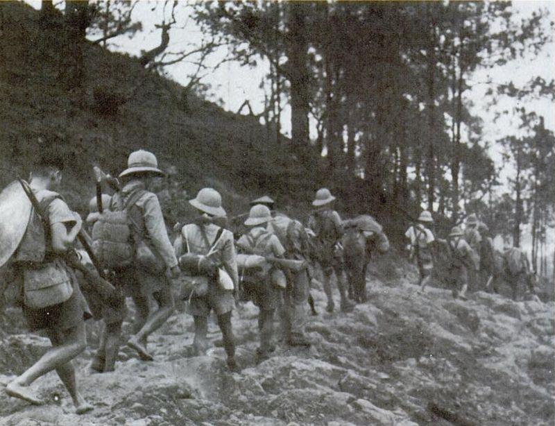Troupes françaises en retraite vers la frontière chinoise (Copyright Wikipédia).
