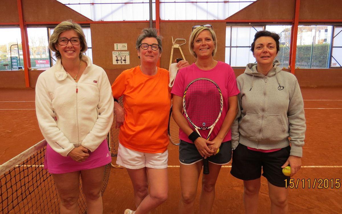 Marie-Hélène LEDUC, Christine BONNET, Nathalie LEBOEUF, Armelle LISTOIR, l'équipe qui attire les foules !