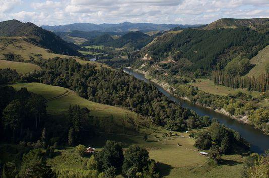 « Les droits reconnus à l'environnement restent relatifs et seront toujours mis en balance avec des intérêts contradictoires » (Photo: le fleuve Whanganui, en février 2011). mtrappitt / CC BY-SA 2.0
