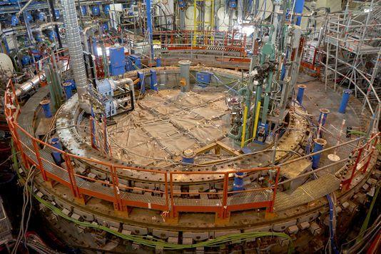 Dans la salle du réacteur nucléaire de Creys-Malville dit « Superphénix », en démantèlement par EDF sur la commune de Creys-Mépieu en Isère, à l'intérieur de l'ancienne cuve, le 24 mars. Les dimensions sont impressionnantes, il s'agit du plus gros réacteur jamais construit par EDF. ANTONIN LAINE / DIVERGENCE POUR LE MONDE