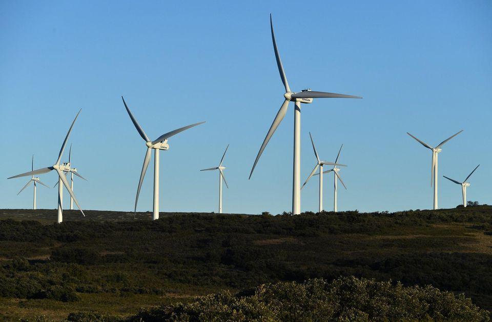 Des éoliennes, le 13 janvier 2017, près de Villeveyrac, dans le sud de la France. Photo Pascal Guyot. AFP