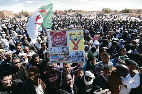 Manifestation, en mars 2015, dans le village d'In Salah, dans le désert du Sahara, prélude à une mobilisation durable. Farouk Batiche/AFP
