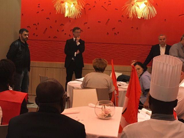 Sébastien BAZIN avec des membres élus et manifestants du syndicat FO Accor