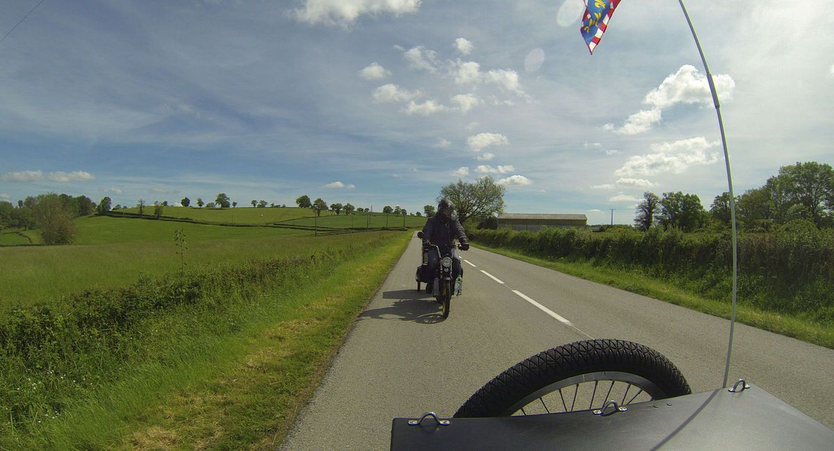 Road trip roadtrip mobylette voyage MBK 51 remorque cycle trace ta route