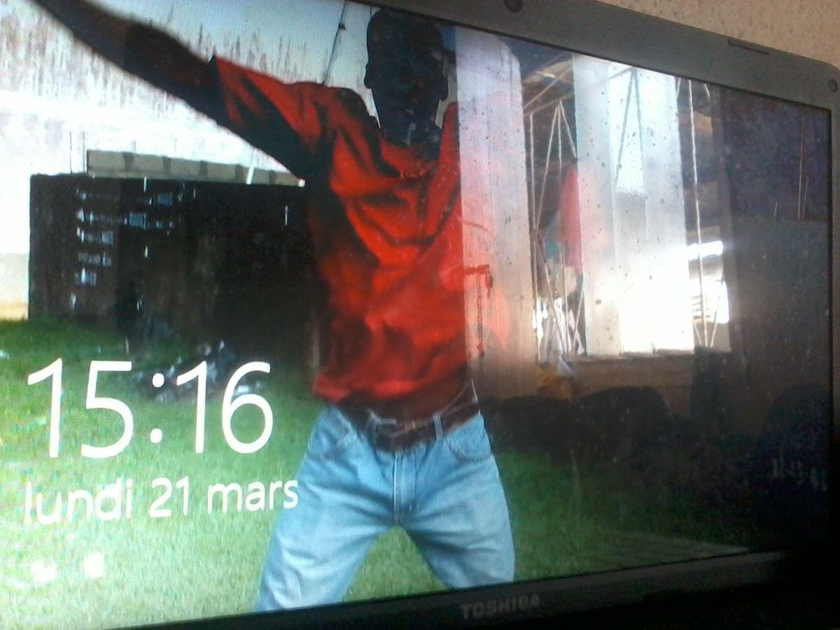 [Crédit photo:fortuné KOUASSI] ''Free jump'' exécuté par un internaute pour le compte de @lepetitjournalisteivoirien