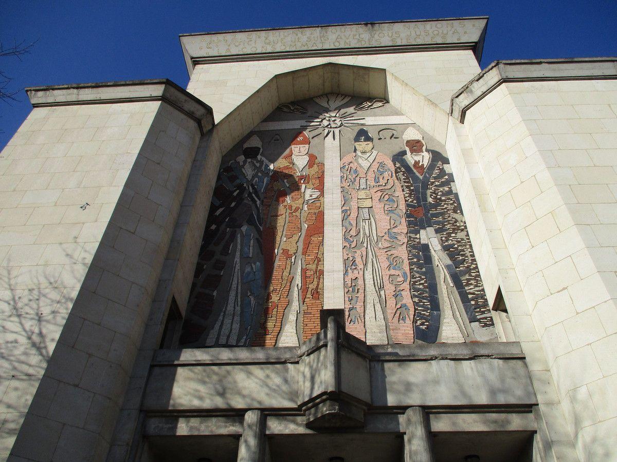 Amiens. Eglise Saint-Honoré. Janvier 2017. Les trois rois mages qui sont... quatre. © Jean-Louis Crimon