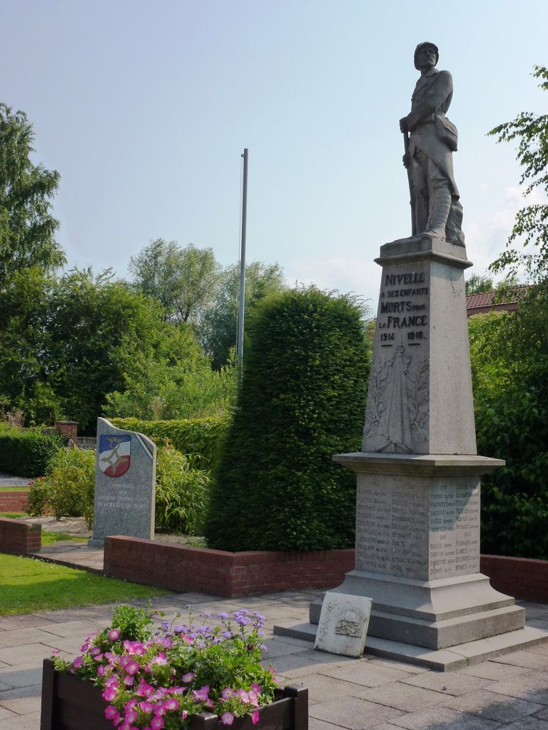 Monument aux morts (By Havang(nl) (Own work) [CC0], via Wikimedia Commons)
