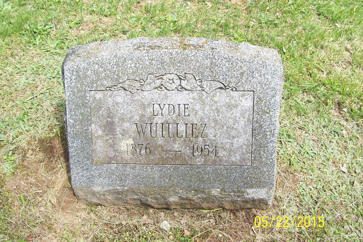 """Pierre tombale de Lydie Blervaque sur """"FindAGrave.com"""" (dite """"next to LaUra Burgoine"""""""