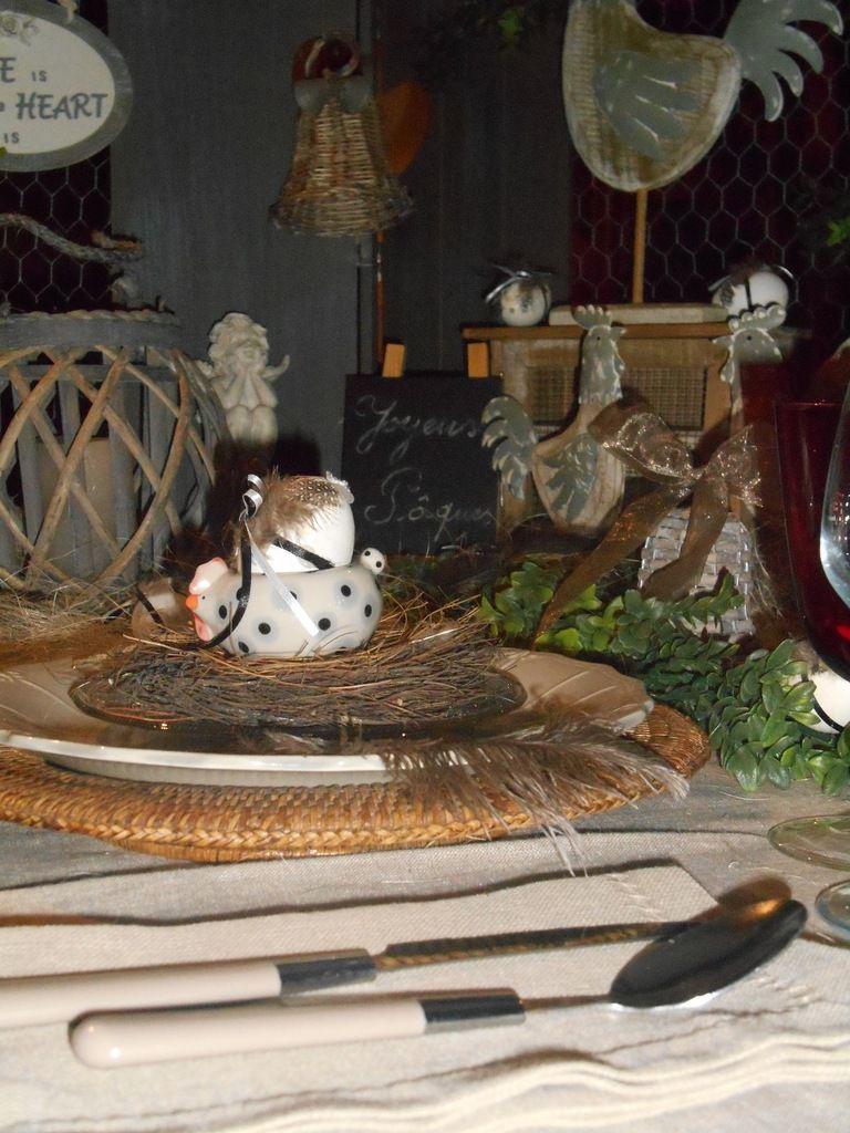 Table &quot&#x3B;Petit déjeuner au poulaillier