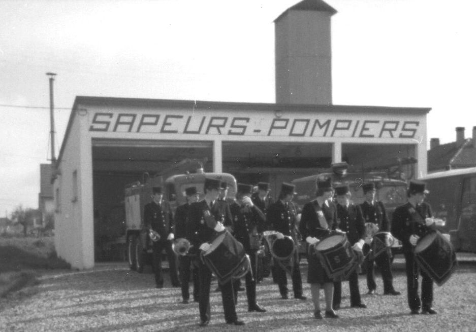 Inauguration du nouveau centre de secours le 1er mars 1970 à La Neuville Chant d'Oisel