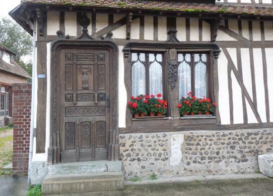 Portes Sculptées à La Neuville Chant d'Oisel