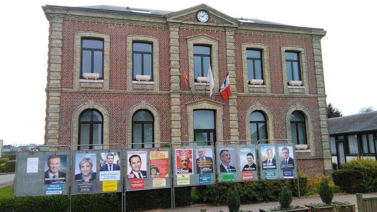 Premier tour de l'élection présidentielle en avril 2017 à La Neuville Chant d'Oisel