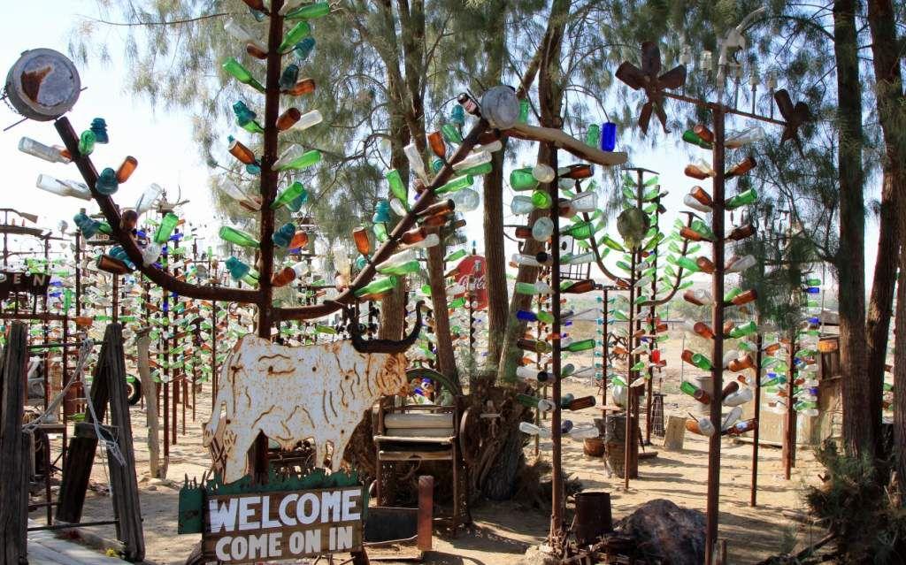 Elmer's Bottle Tree Ranch - Route 66 - Californie