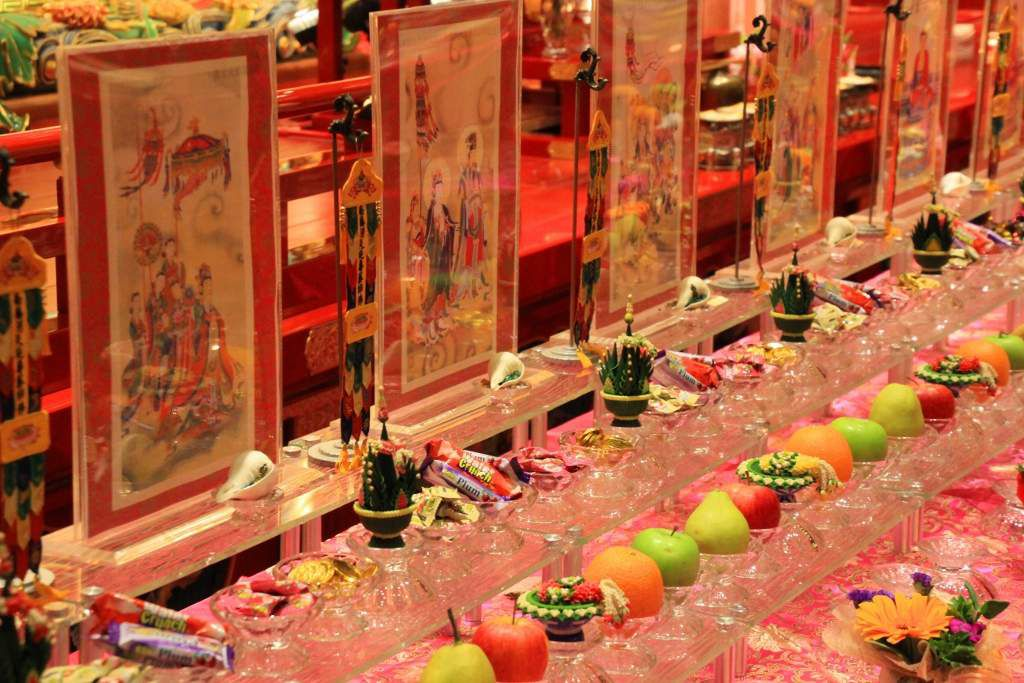 Table offrandes du temple bouddhique SIngapour