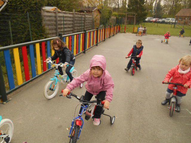 En route sur les vélos et premiers essais sur les vélos de grand s'il vous plaît!