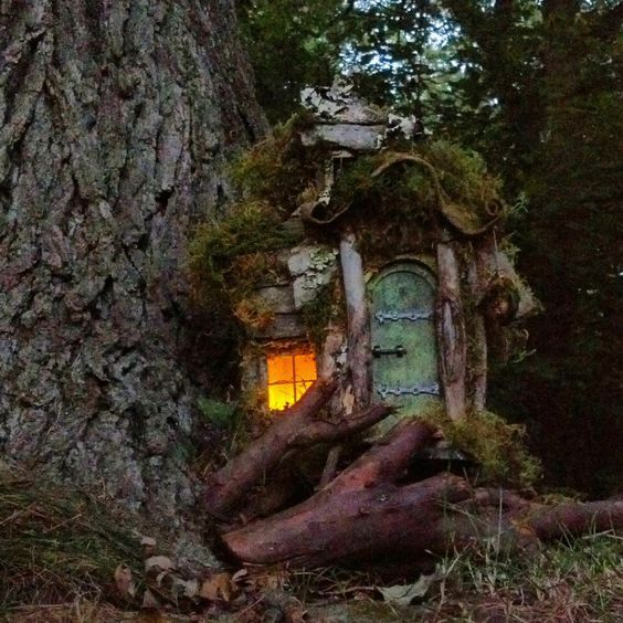 """Fairy House with 2 rooms""    Fait main par CindiBee (Etsy .com)"