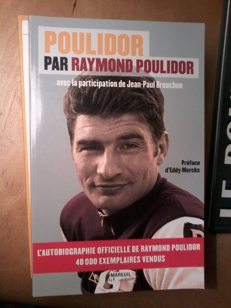 Raymond Poulidor en dédicace de ses livres à Nanterre, le 5 décembre 2015