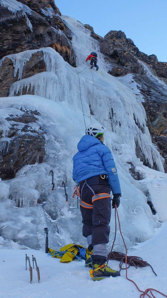 Helias dans la L1, Piolets carbone Spark et broches Zippy de chez Ice Rock ( pas que)