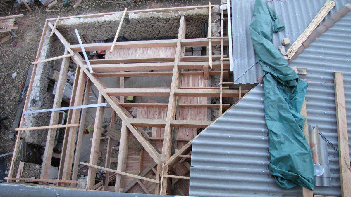 La toiture de l'extension est terminée