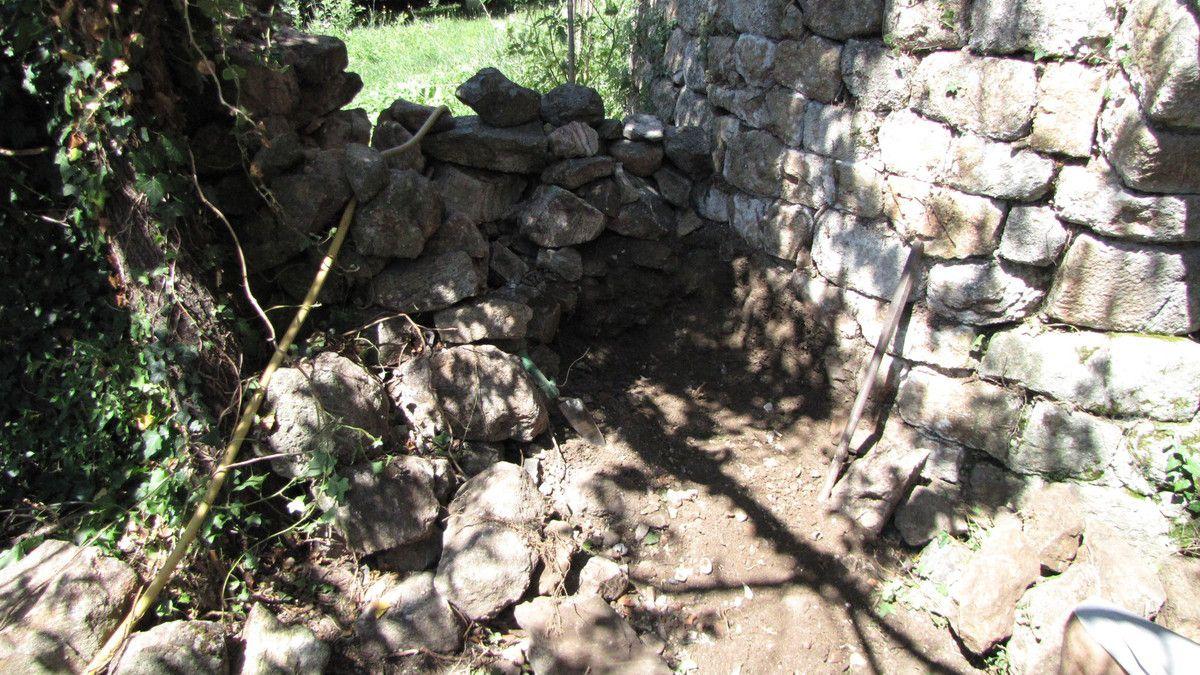 Murs pierre sèche, côté sud.