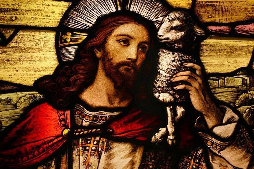 Vierge Marie, Mère du Christ-Prêtre, Mère des prêtres du monde entier, vous aimez tout particulièrement les prêtres, parce qu'ils sont les images vivantes de votre Fils Unique.  Vous avez aidé Jésus par toute votre vie terrestre, et vous l'aidez encore dans le Ciel. Nous vous en supplions, priez pour les prêtres ! « Priez le Père des Cieux pour qu'il envoie des ouvriers à sa moisson ».  Priez pour que nous ayons toujours des prêtres qui nous donnent les Sacrements, nous expliquent L'Évangile du Christ, et nous enseignent à devenir de vrais enfants de Dieu !  Vierge Marie, demandez vous-même à Dieu le Père les prêtres dont nous avons tant besoin&#x3B; et puisque votre intercession maternelle a tout pouvoir sur lui, obtenez-nous, ô Marie, des prêtres qui soient des saints !  AMÎN !