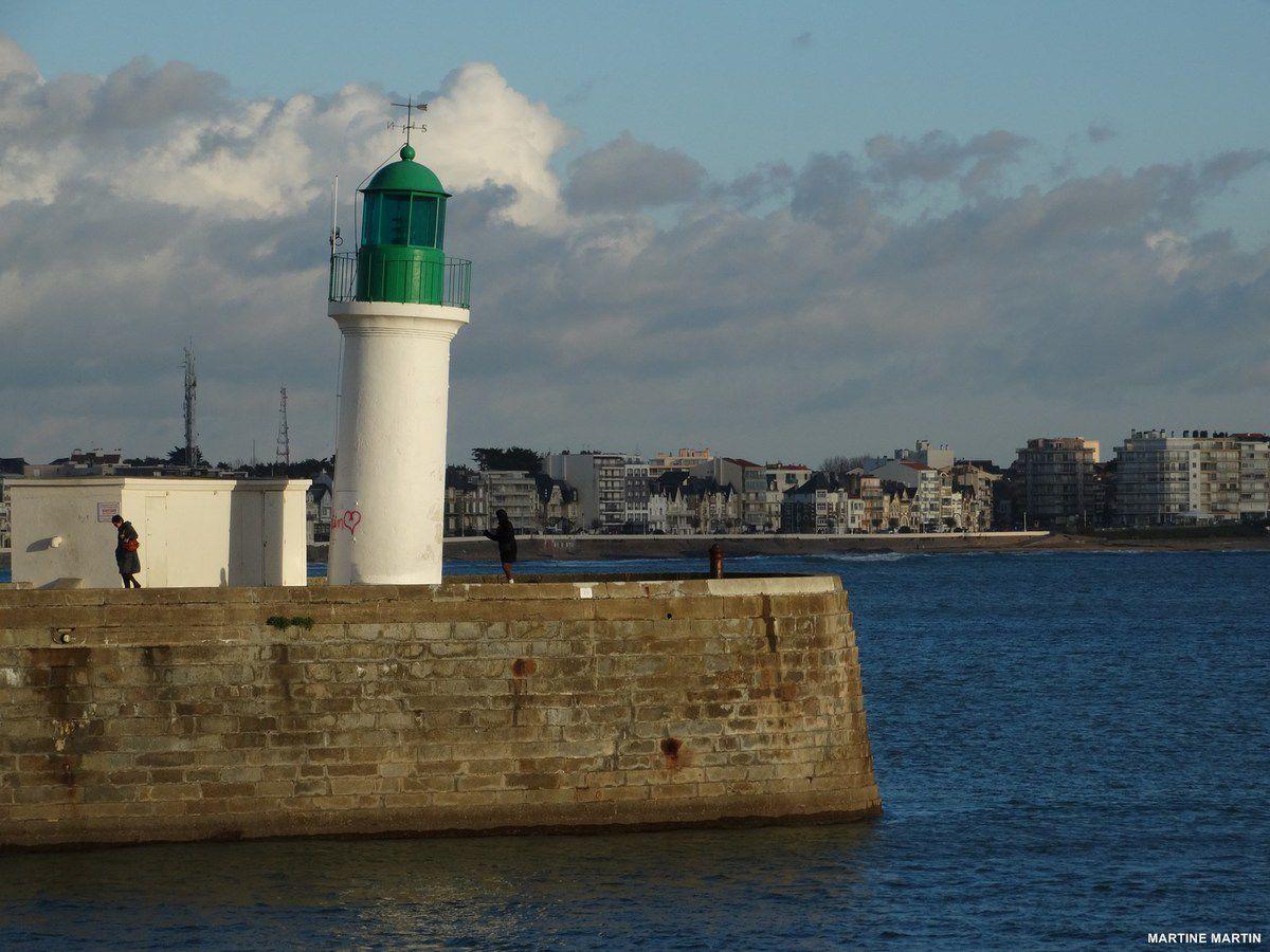 Le phare vert ou la tour de pise des Sables
