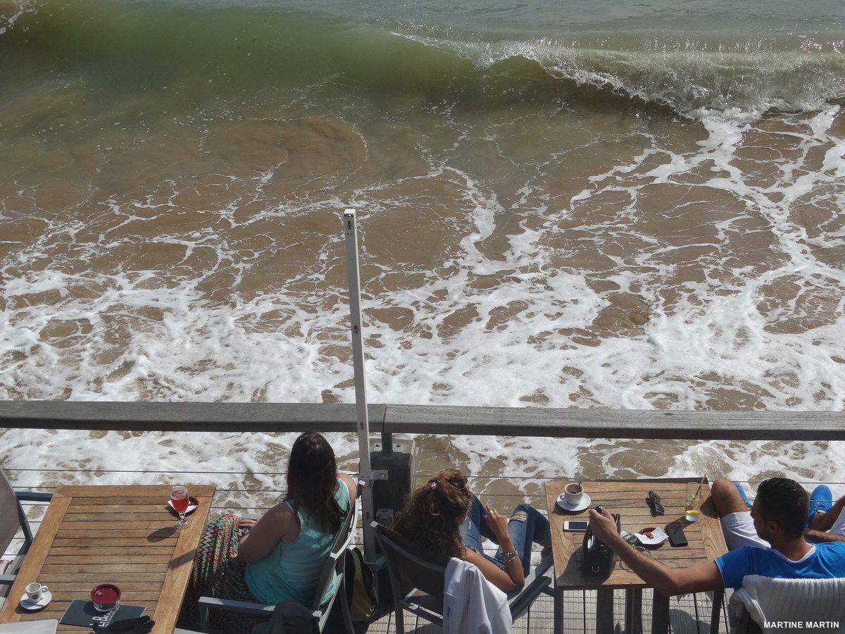 Grandes marée d'août sur le remblai des Sables