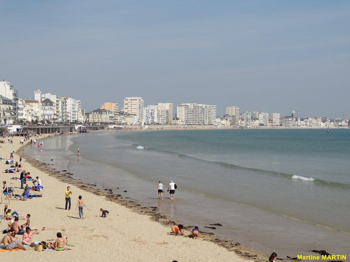 Premiers plaisirs de la plage aux Sables d'Olonne