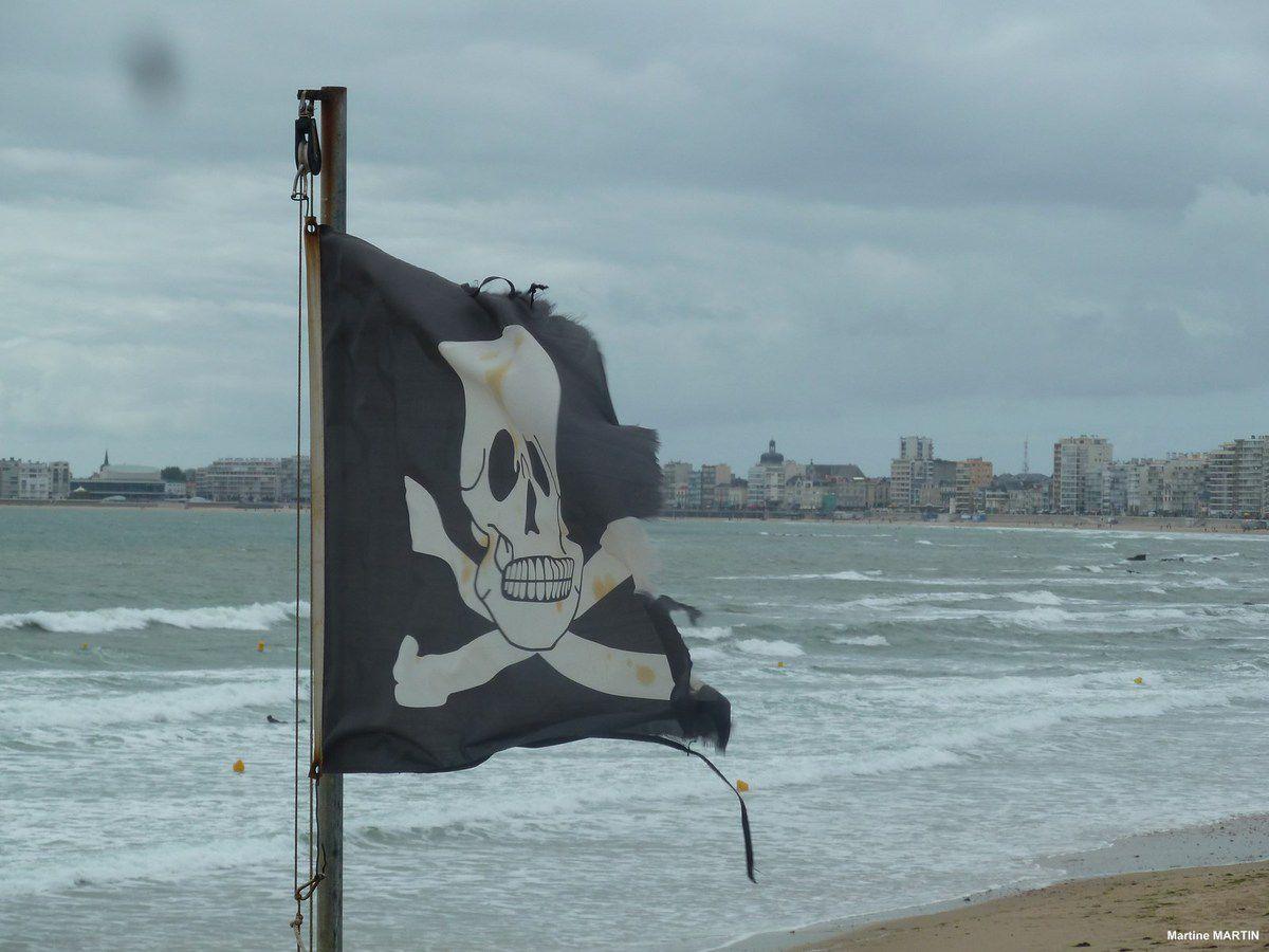 Le drapeau noir flotte sur les Sables d'Olonne