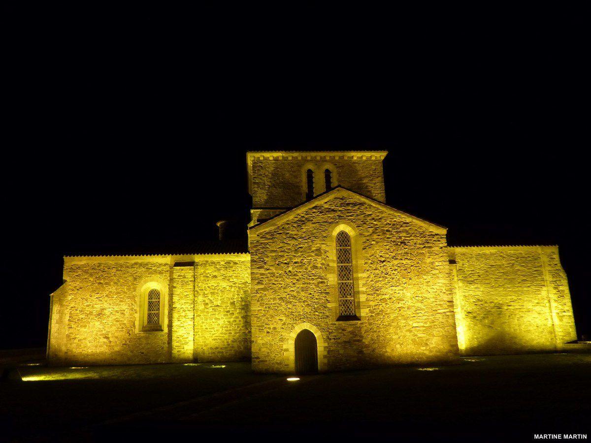 Photos de nuit du prieuré Saint-Nicolas de La Chaume