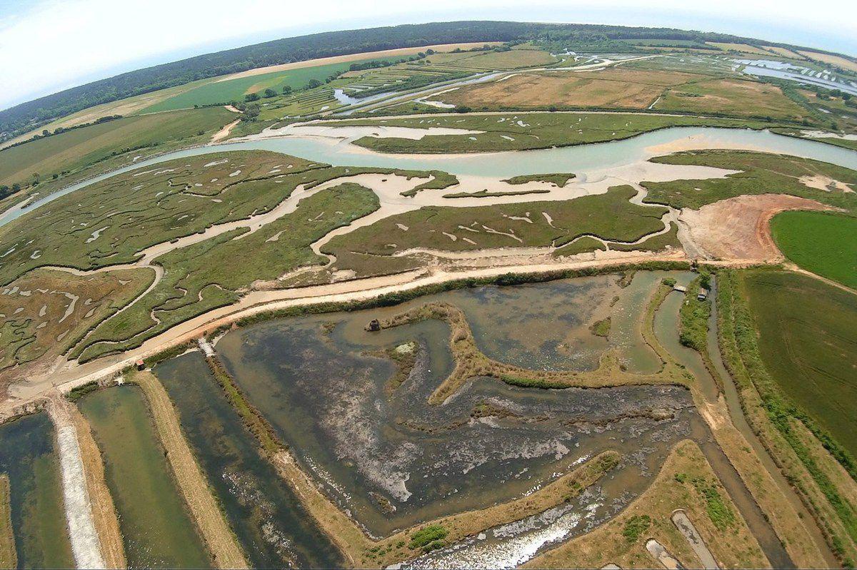 Vues aériennes : réfection de la digue du marais Benest