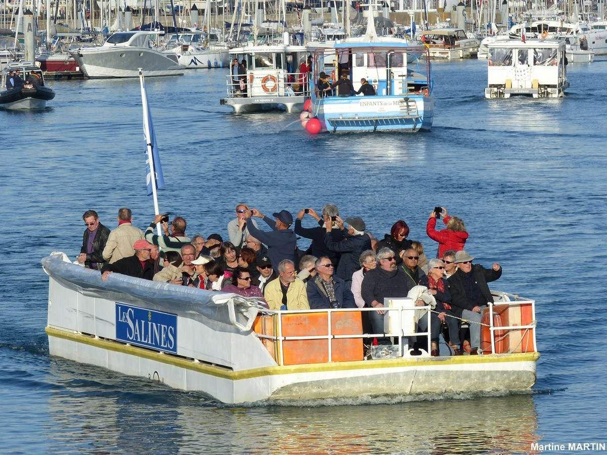 Quelques bateaux pour touristes lors du Vendée Globe