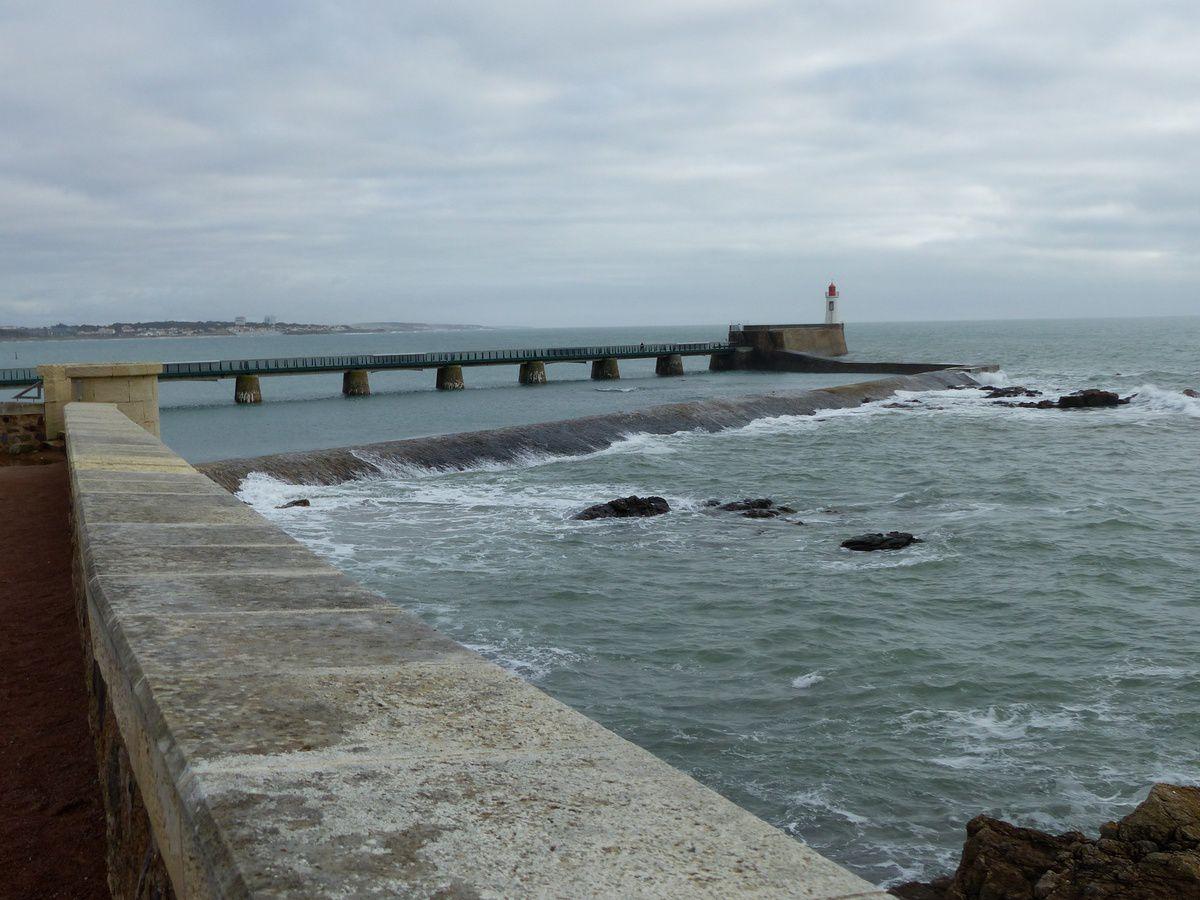 L'entrée du chenal du port des Sables d'Olonne