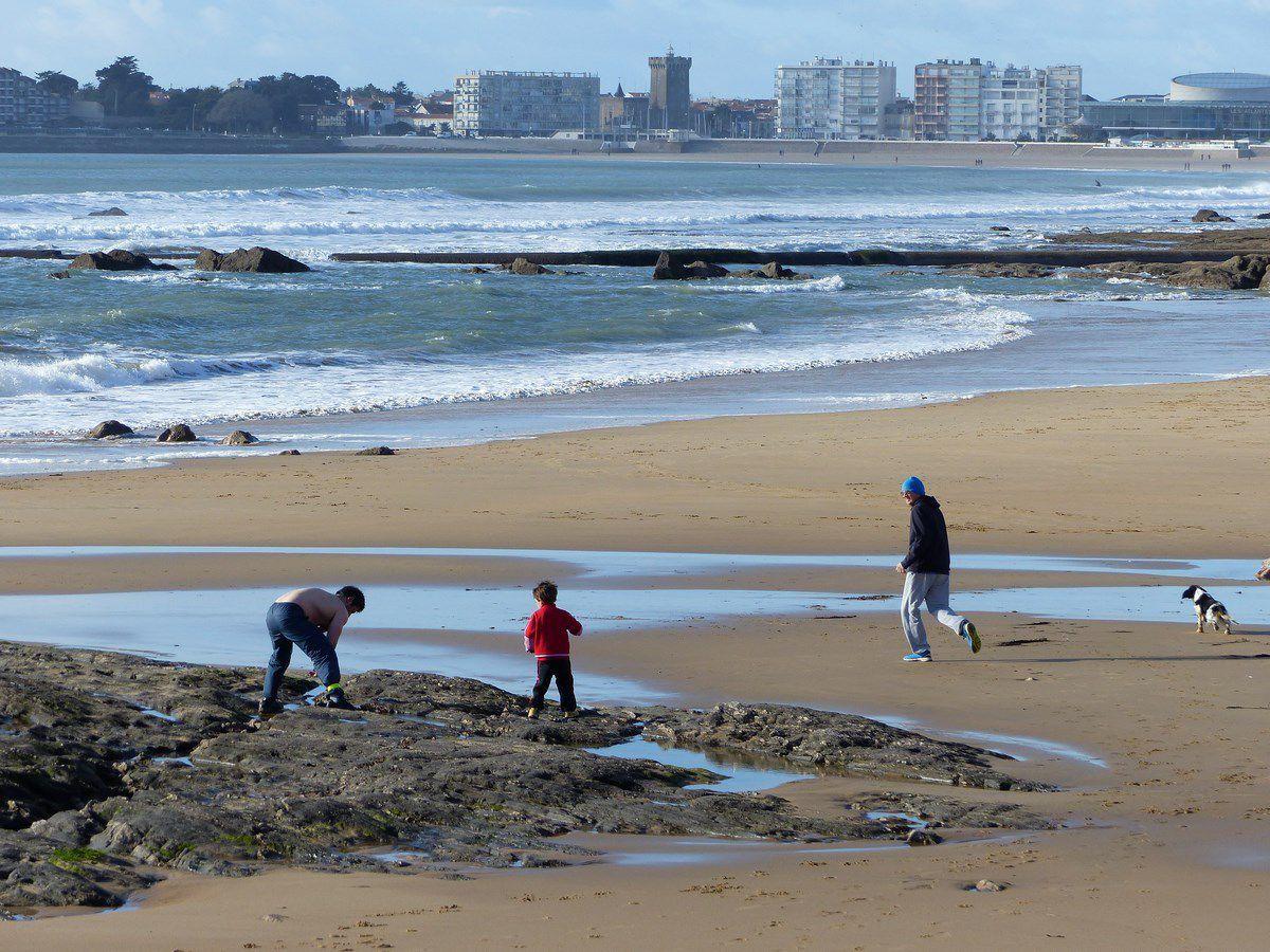 Scènes de plage l'hiver aux Sables d'Olonne
